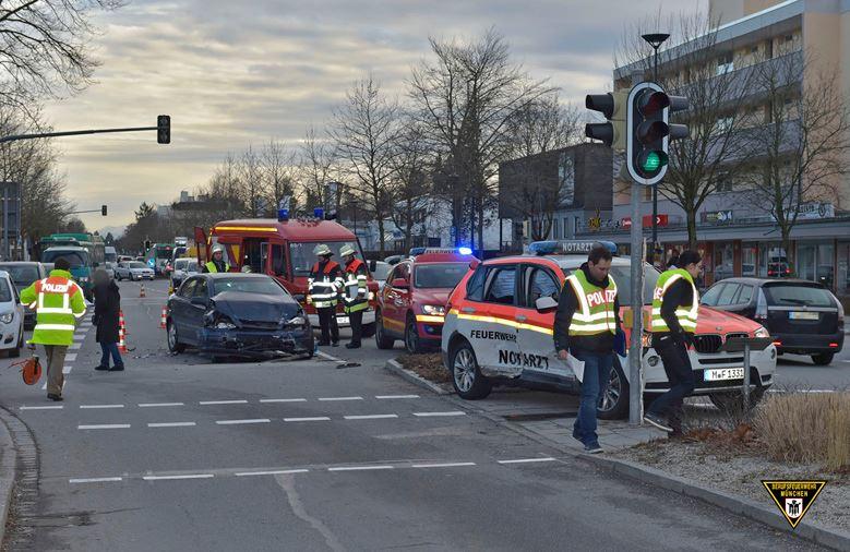 Ottobrunn Verkehrsunfall mit Notarzt-Fahrzeug
