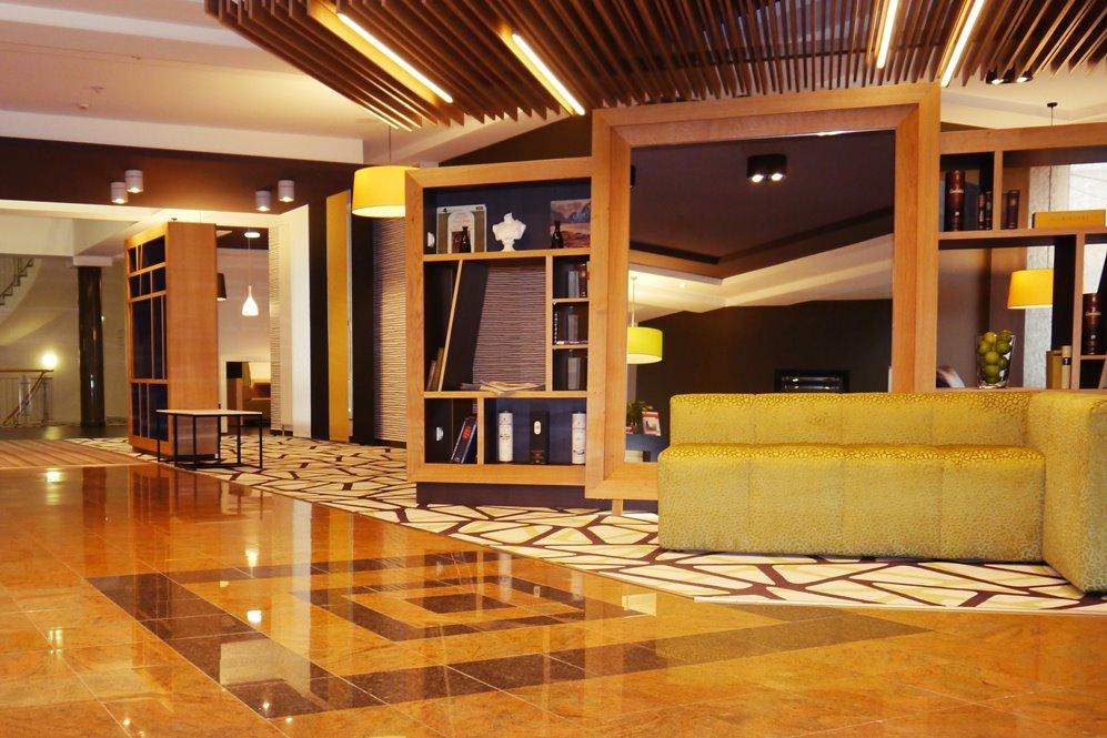 Open Lobby Holiday Inn Unterhaching