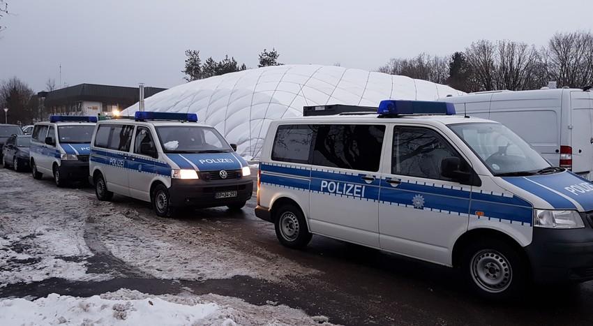 Razzia Traglufthalle Unterhaching - Festnahme von zwei Taschendieben Quelle Foto Bundespolizei München