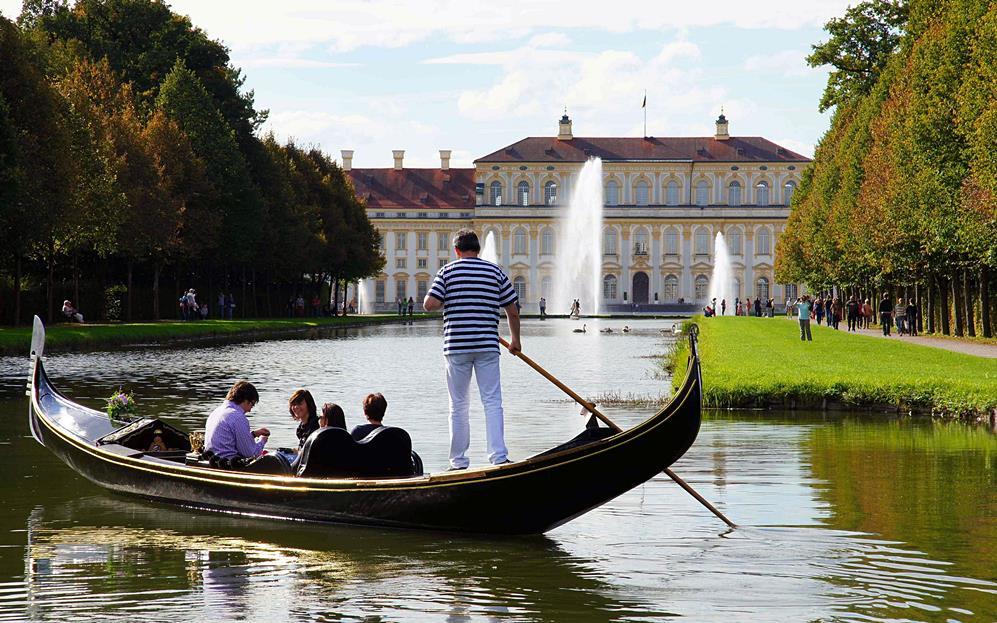 """Venezianische Gondel im Schlosspark Schleißheim Quelle Foto Gondelfahrbetrieb """"La Gondola Barocca"""""""