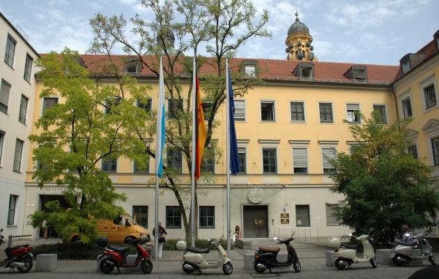 Pforte Kultusministerium München Quelle Foto Staatsministerium Bildung und Wissenschaft