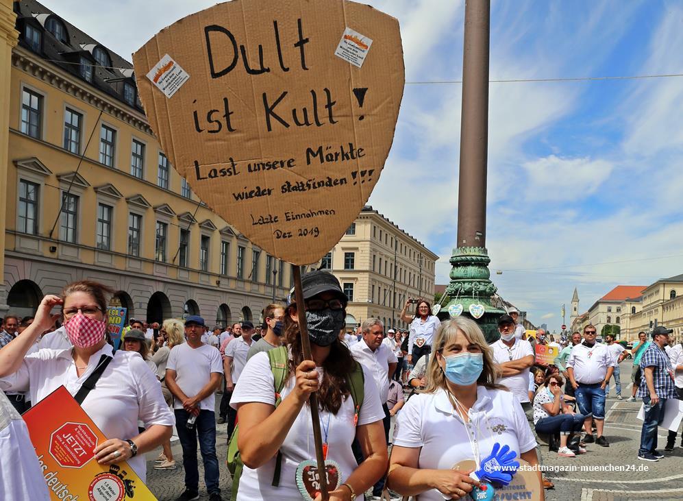 Dult ist Kult - Demo Marktkaufleute Odeonsplatz München