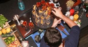 Die Barkeeper dürfen wieder mixen, wie hier im Patolli in München. Die Gäste dürfen nur am Tisch bedient werden.